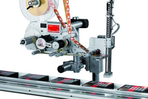 Affordable labelling applicator solution by mechanical detachment