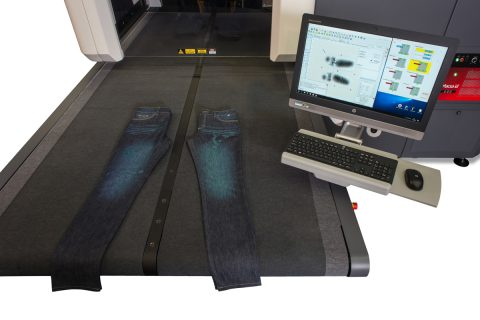 Double conveyor belt for laser marking on textiles