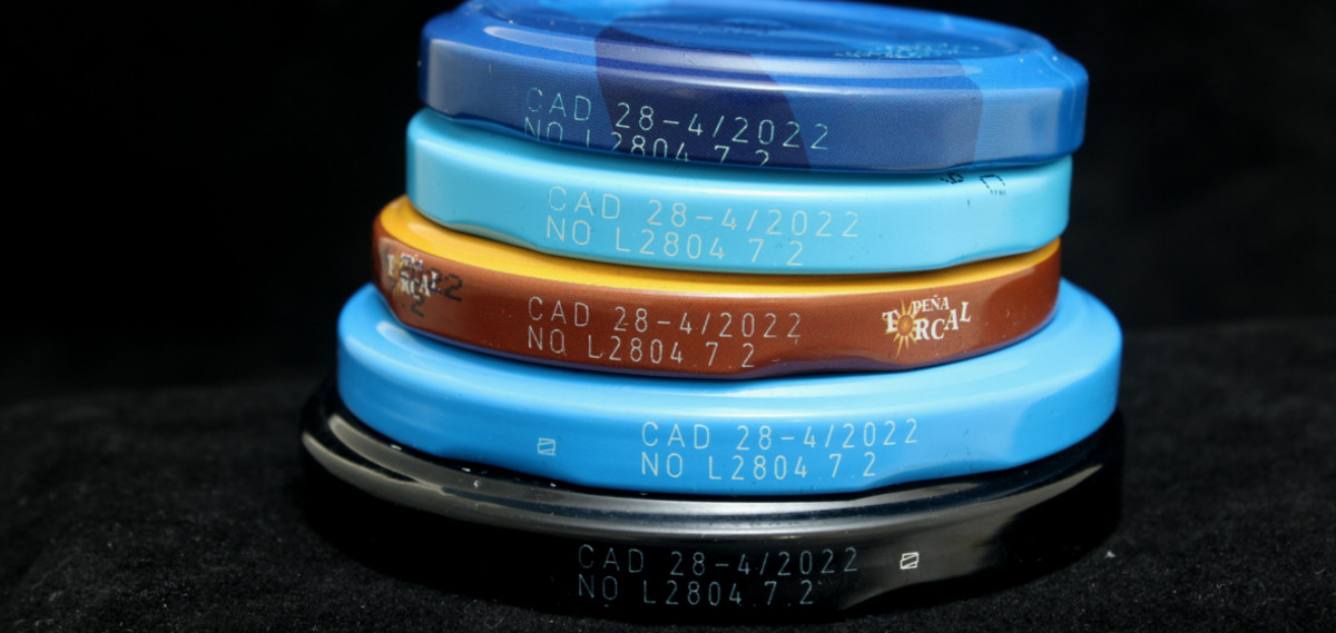 Codificación láser sobre tapas metálicas de conservas.